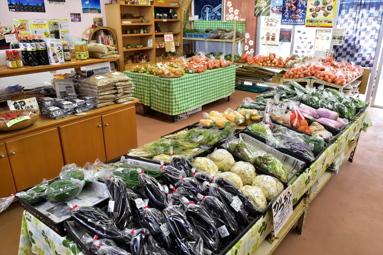 ずらりと並ぶ島野菜