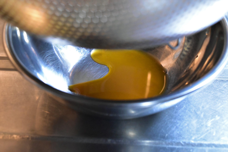 滴り落ちる褐色の「垂れ味噌」