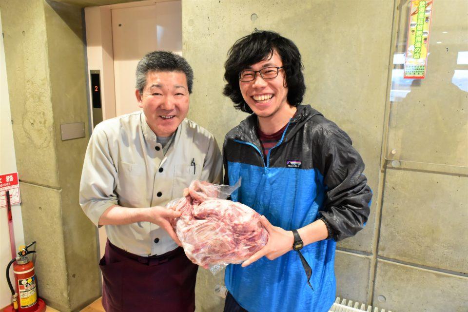 羊飼いの家の谷内料理長と加藤さん